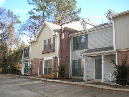 Townhomes under management close to Hwy 45 North